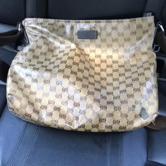 Gucci Handbags - Gucci messenger bag Authentic